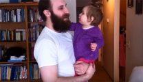 思わずホッコリ!髭を剃ったパパと泣く赤ちゃんの動画