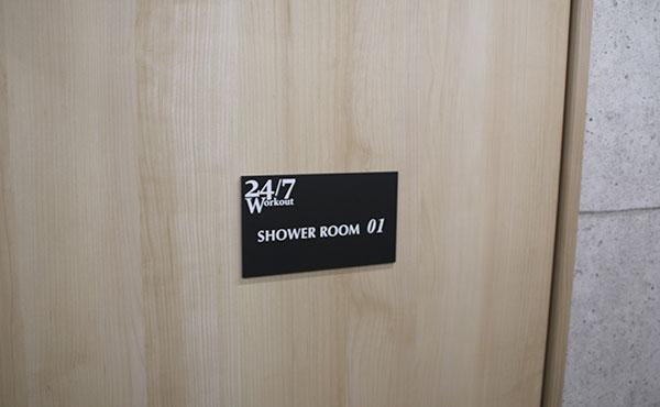 24/7ワークアウトのシャワールーム入口