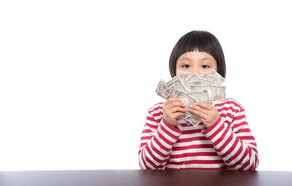 最近の「お年玉の金額と使いみち」の調査まとめ