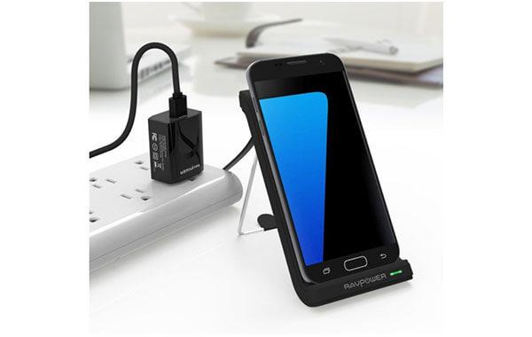 iPhone8のワイヤレス充電器使用例