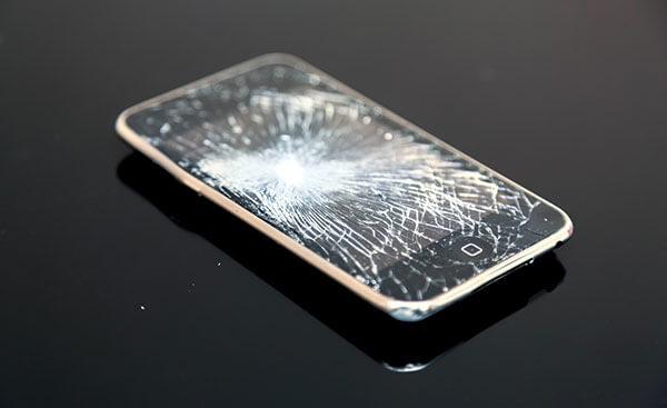 AppleCare+の加入必須!iPhone8はガラス割れの修理費が約4万になる