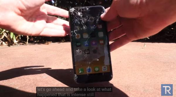 iPhone8Plusを画面を下にして落とした結果