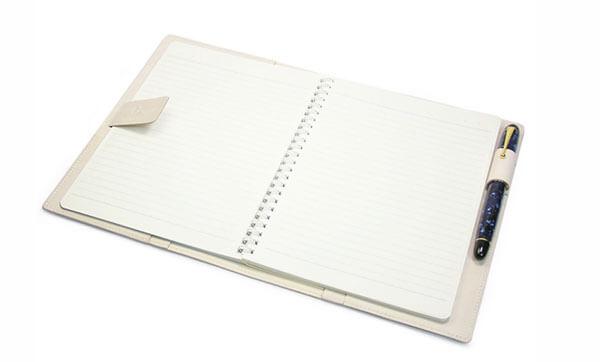 逆算手帳が入る本革の日本製カバー